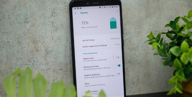 телефон Xiaomi с настройкой батареи