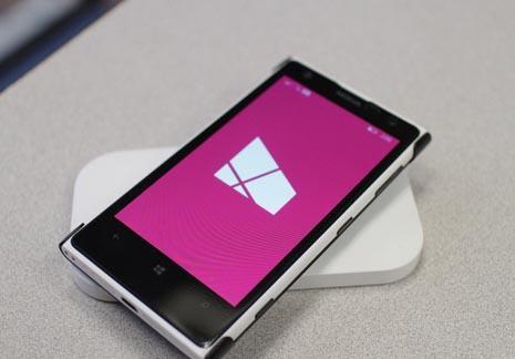 nokiadc501 - Первые фотографии Nokia Lumia 820 и 920