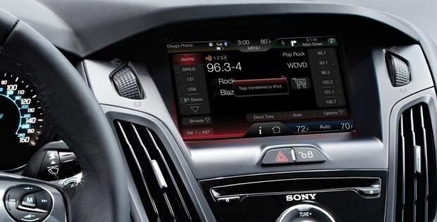 Как подключить телефон к  Форд Фокус?
