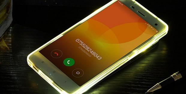 телефон Xiaomi с подсветкой