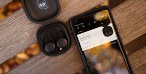 Bluetooth-наушники и смартфон