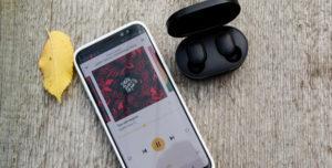 Xiaomi Airdots и смартфон