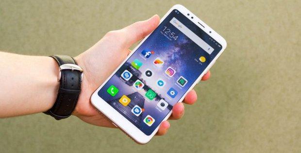 Xiaomi Redmi в руке