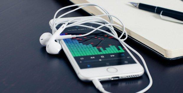 телефон Meizu с наушниками