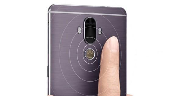 поднесение пальца к сканеру отпечатков