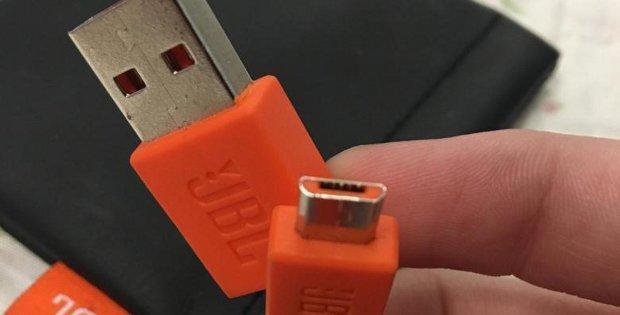 шнур для подключения беспроводных наушников к зарядке